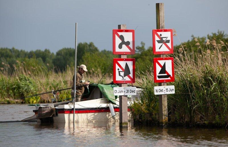 vaarbewijs verkeersborden op het water