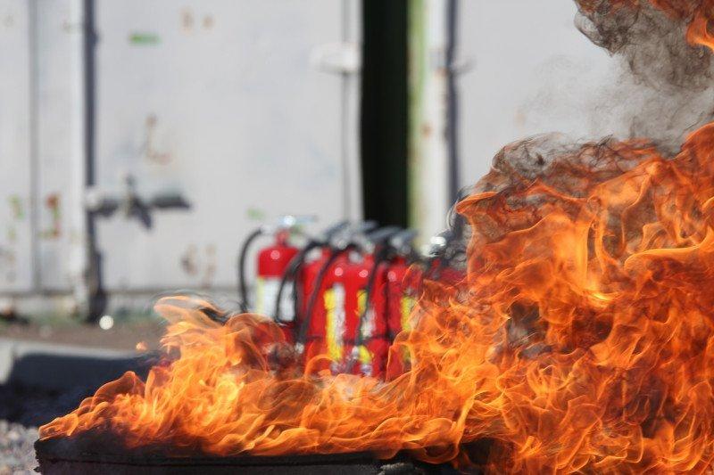 branden en brandblussers op een boot